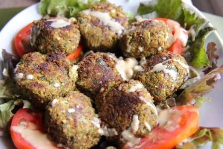 Almond meal pulp and zucchini falafels .