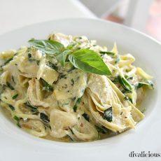 Zucchini noodles in feta sauce