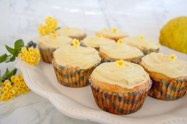 lemon cupcakes with cream cheese topping