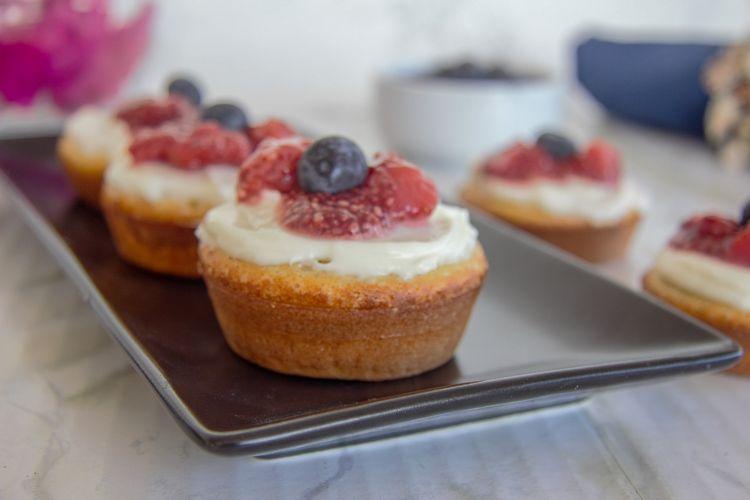 easy vanilla coconut cakes