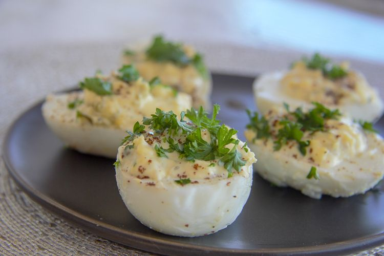 eggs stuffed with lemon and capers