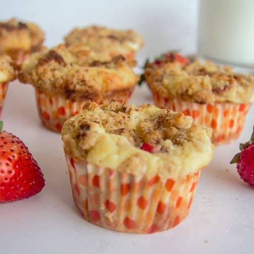 strawberry crumble muffins