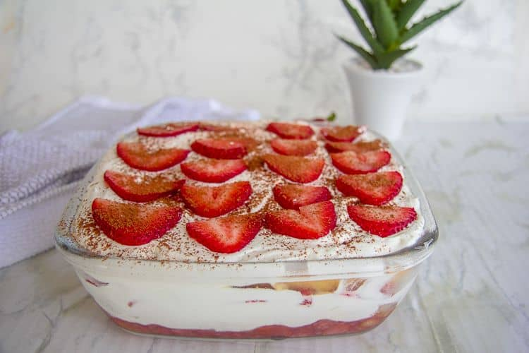 strawberry tiramisu dessert