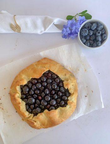a open blueberry pie