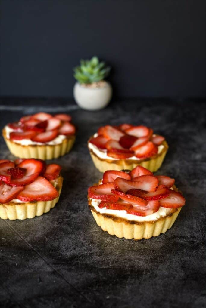 low carb strawberry cheesecake tarts