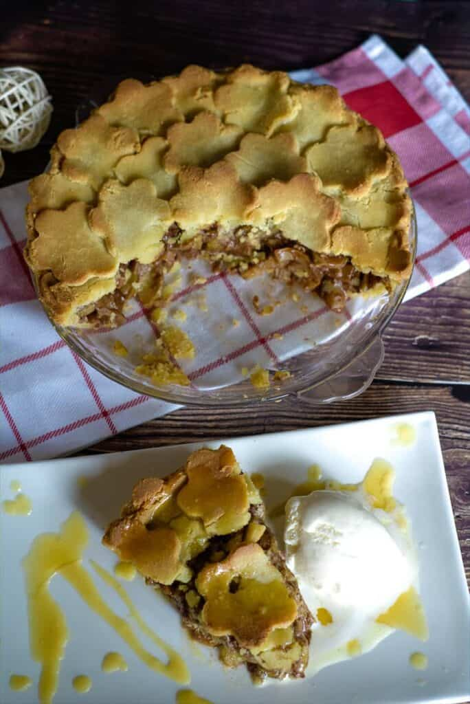 zucchini mock apple pie with low carb pastry crust