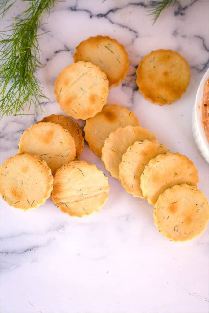 almond flour crackers with dill